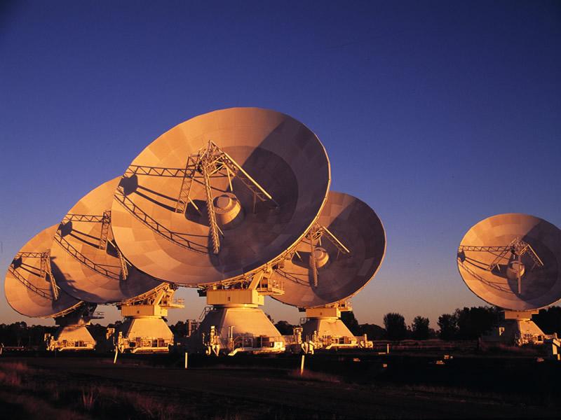 radiotelescopio in ascolto